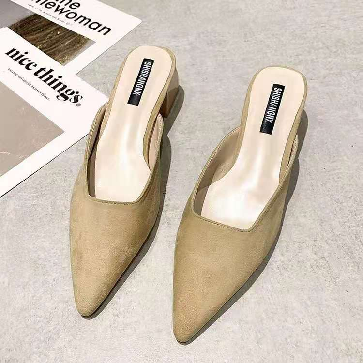 Backless pointed shoes